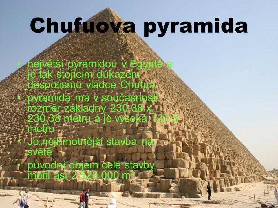 Chufuova pyramida největší pyramidou v Egyptě a je tak stojícím důkazem despotismu vládce Chufua.