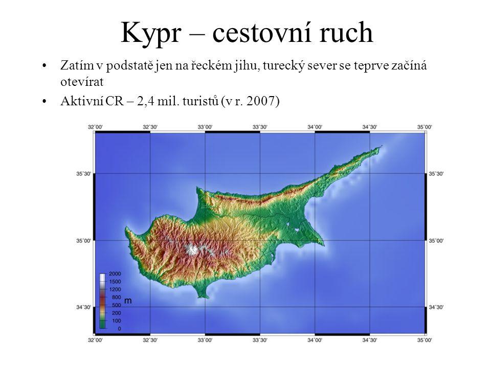 Kypr – cestovní ruch Zatím v podstatě jen na řeckém jihu, turecký sever se teprve začíná otevírat.