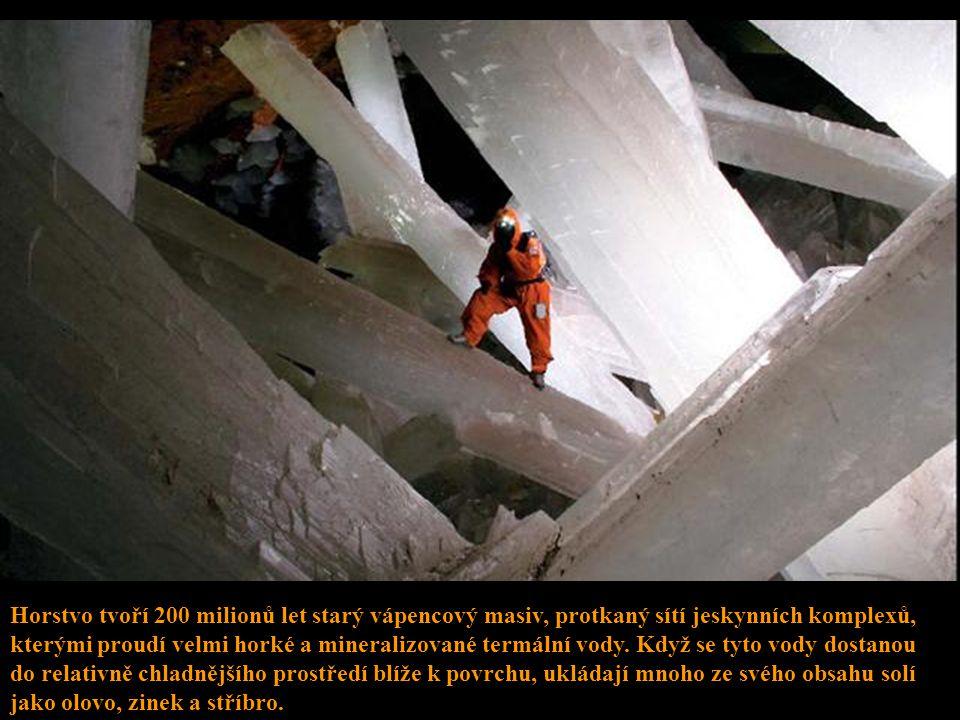 Horstvo tvoří 200 milionů let starý vápencový masiv, protkaný sítí jeskynních komplexů, kterými proudí velmi horké a mineralizované termální vody.