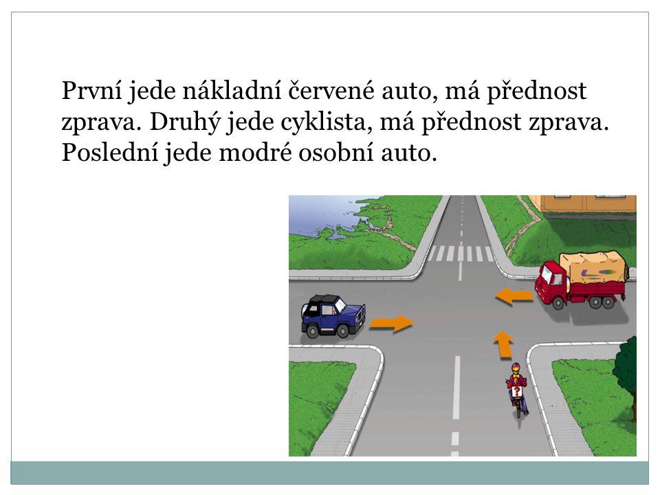 První jede nákladní červené auto, má přednost zprava