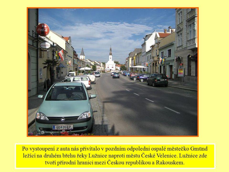 Po vystoupení z auta nás přivítalo v pozdním odpoledni ospalé městečko Gmünd ležící na druhém břehu řeky Lužnice naproti městu České Velenice.