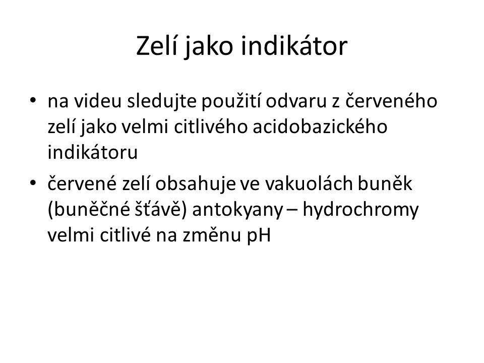 Zelí jako indikátor na videu sledujte použití odvaru z červeného zelí jako velmi citlivého acidobazického indikátoru.
