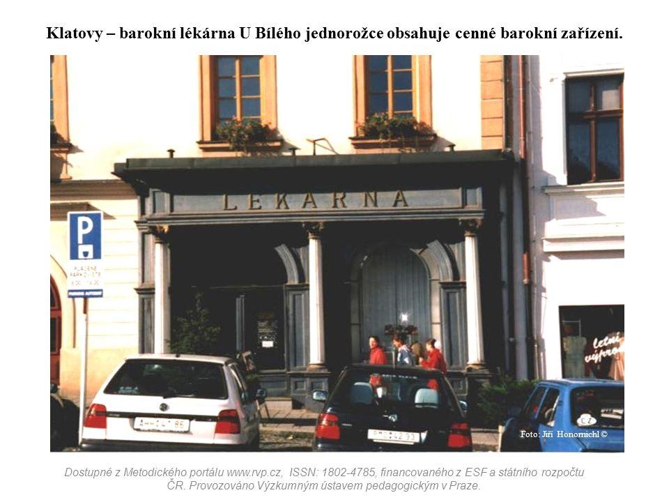 Klatovy – barokní lékárna U Bílého jednorožce obsahuje cenné barokní zařízení.