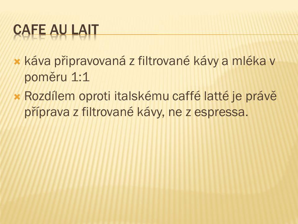 Cafe au lait káva připravovaná z filtrované kávy a mléka v poměru 1:1