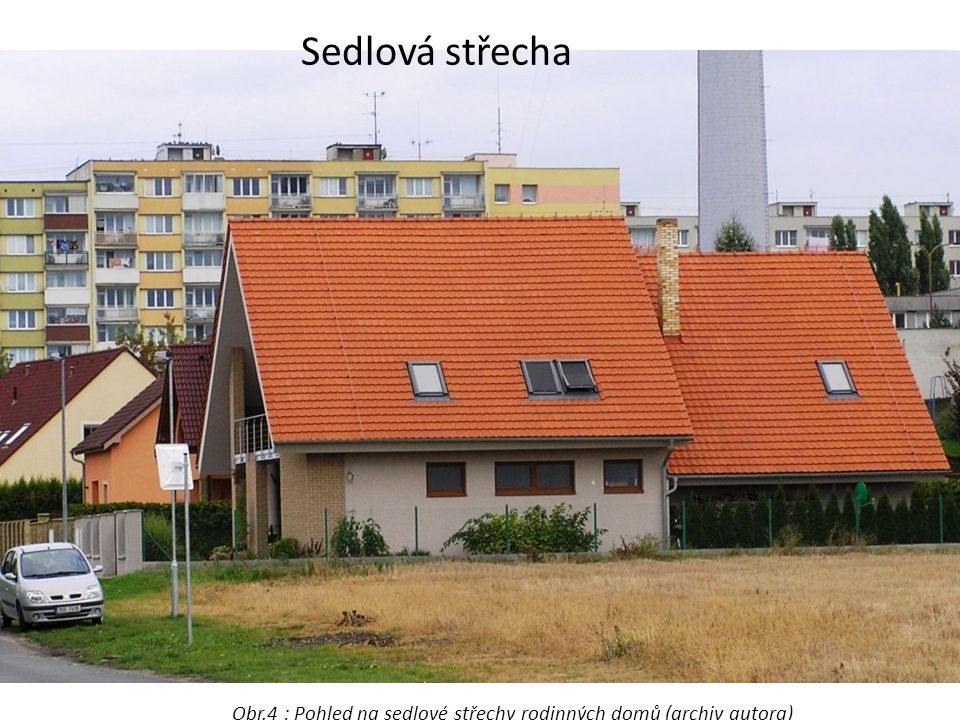 Obr.4 : Pohled na sedlové střechy rodinných domů (archiv autora)