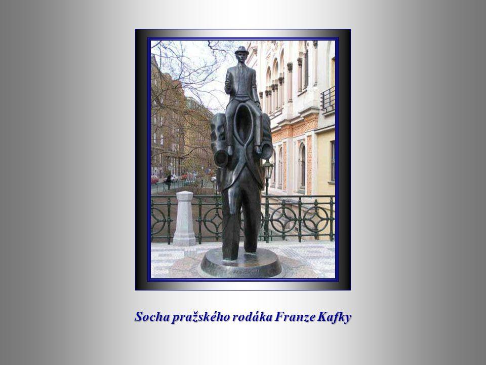 Socha pražského rodáka Franze Kafky
