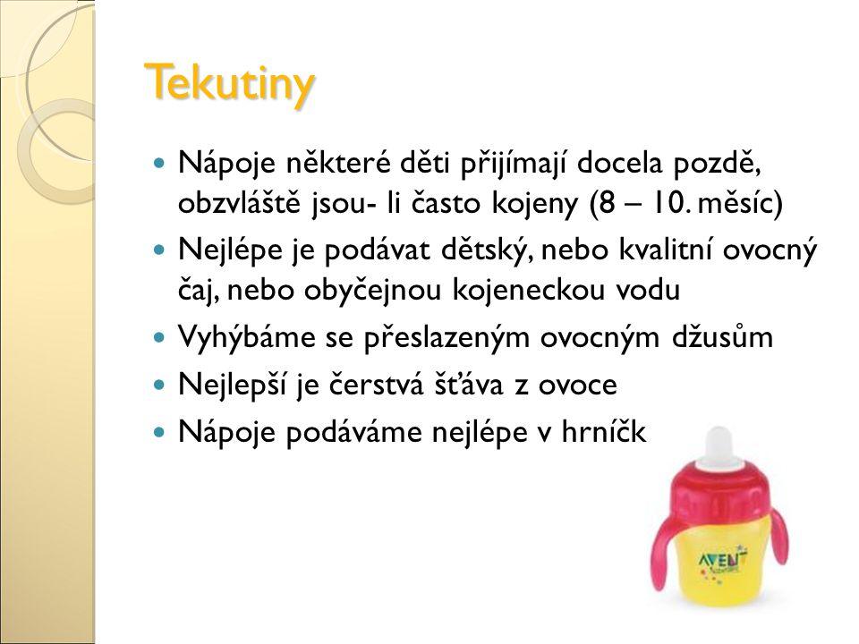 Tekutiny Nápoje některé děti přijímají docela pozdě, obzvláště jsou- li často kojeny (8 – 10. měsíc)