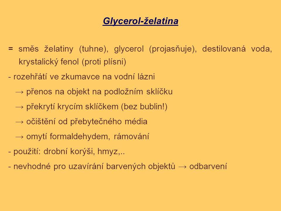 Glycerol-želatina = směs želatiny (tuhne), glycerol (projasňuje), destilovaná voda, krystalický fenol (proti plísni)