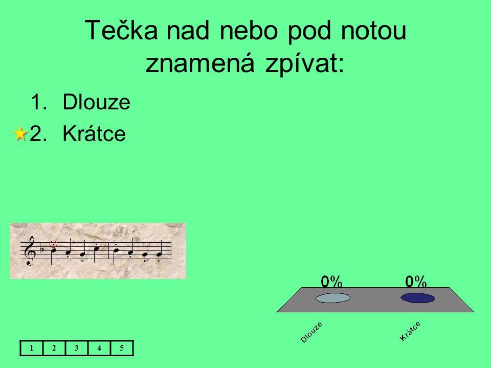 Tečka nad nebo pod notou znamená zpívat: