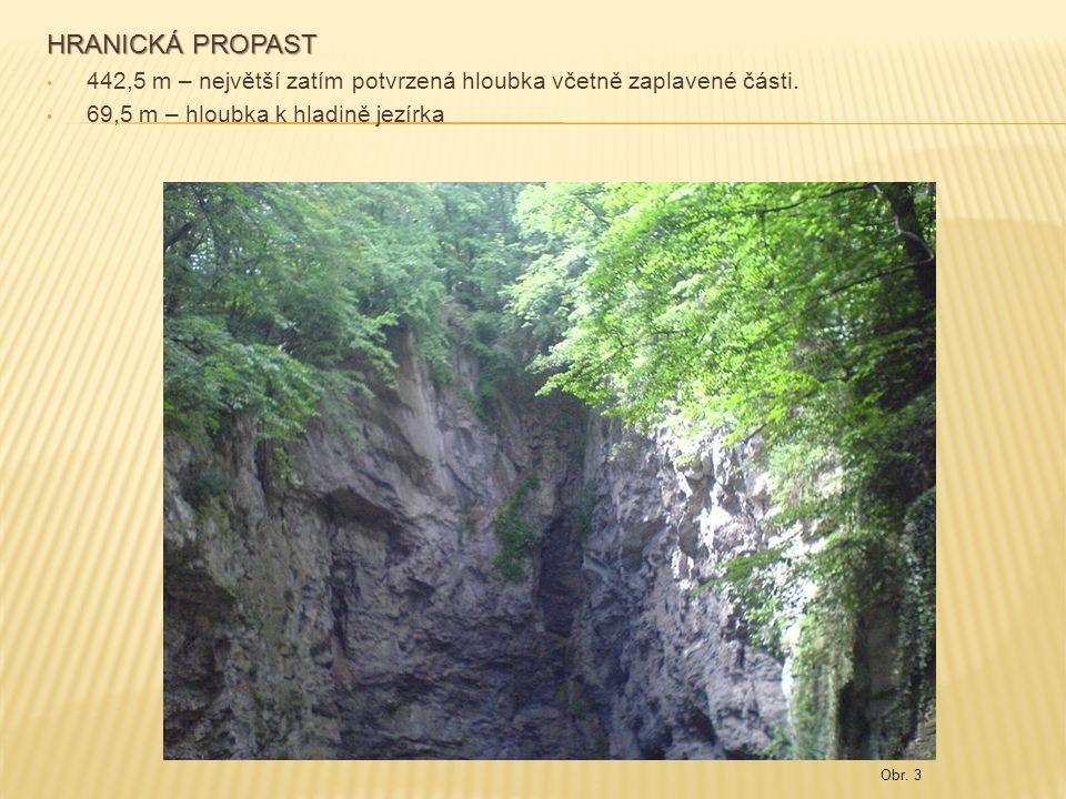 HRANICKÁ PROPAST 442,5 m – největší zatím potvrzená hloubka včetně zaplavené části. 69,5 m – hloubka k hladině jezírka.
