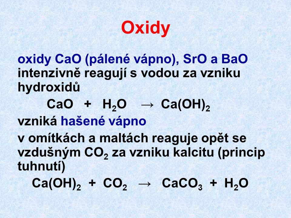 Oxidy oxidy CaO (pálené vápno), SrO a BaO intenzivně reagují s vodou za vzniku hydroxidů. CaO + H2O → Ca(OH)2.