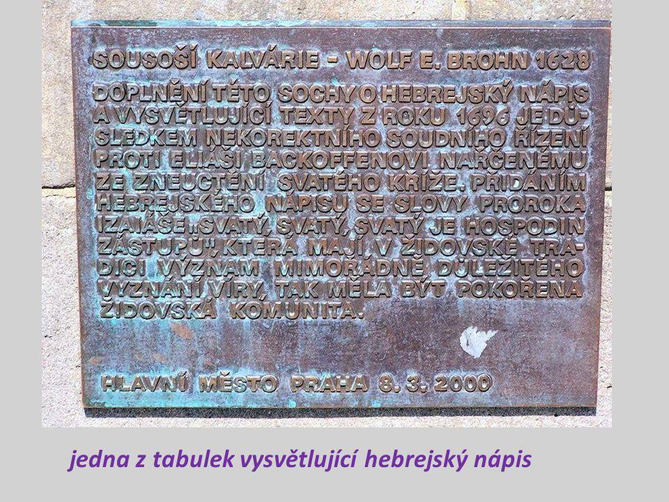 jedna z tabulek vysvětlující hebrejský nápis