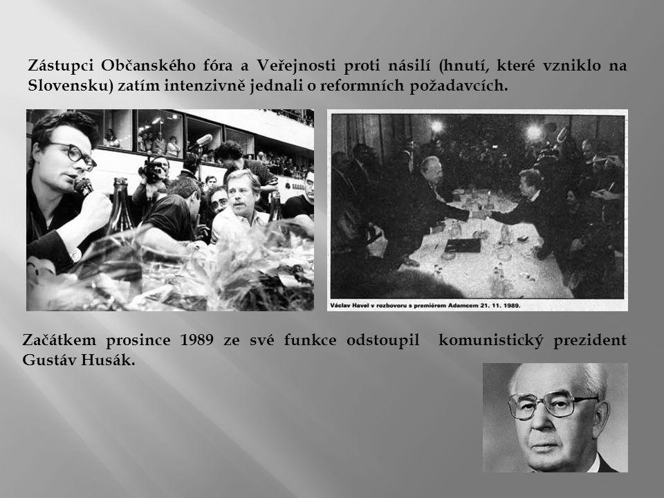 Zástupci Občanského fóra a Veřejnosti proti násilí (hnutí, které vzniklo na Slovensku) zatím intenzivně jednali o reformních požadavcích.