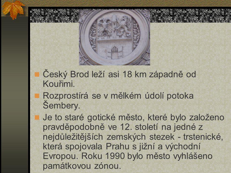 Český Brod leží asi 18 km západně od Kouřimi.