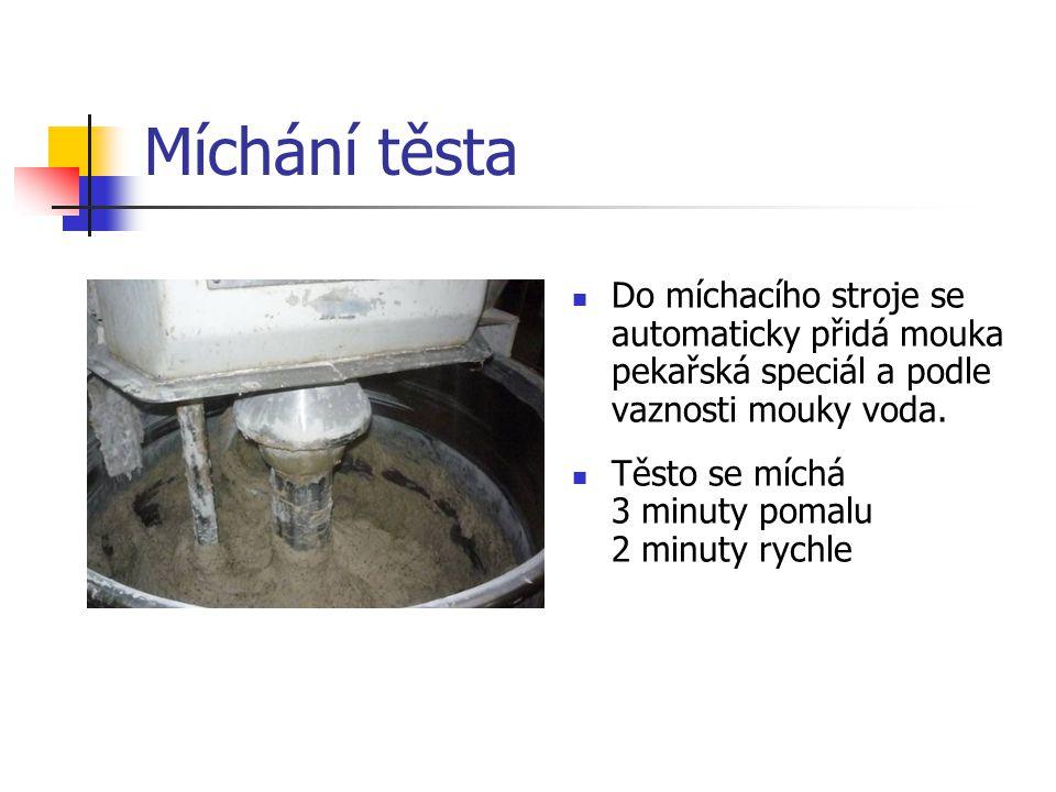Míchání těsta Do míchacího stroje se automaticky přidá mouka pekařská speciál a podle vaznosti mouky voda.