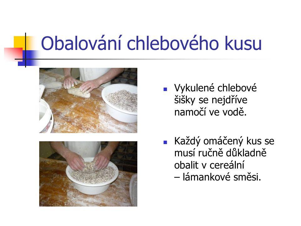Obalování chlebového kusu