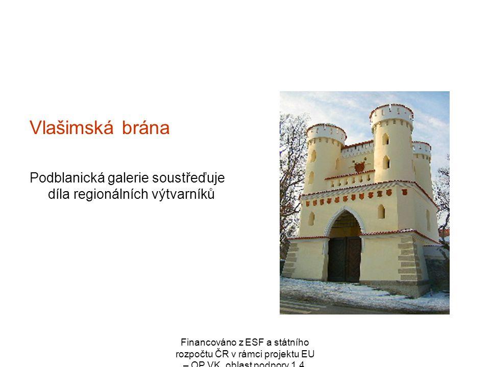 Vlašimská brána Podblanická galerie soustřeďuje díla regionálních výtvarníků.