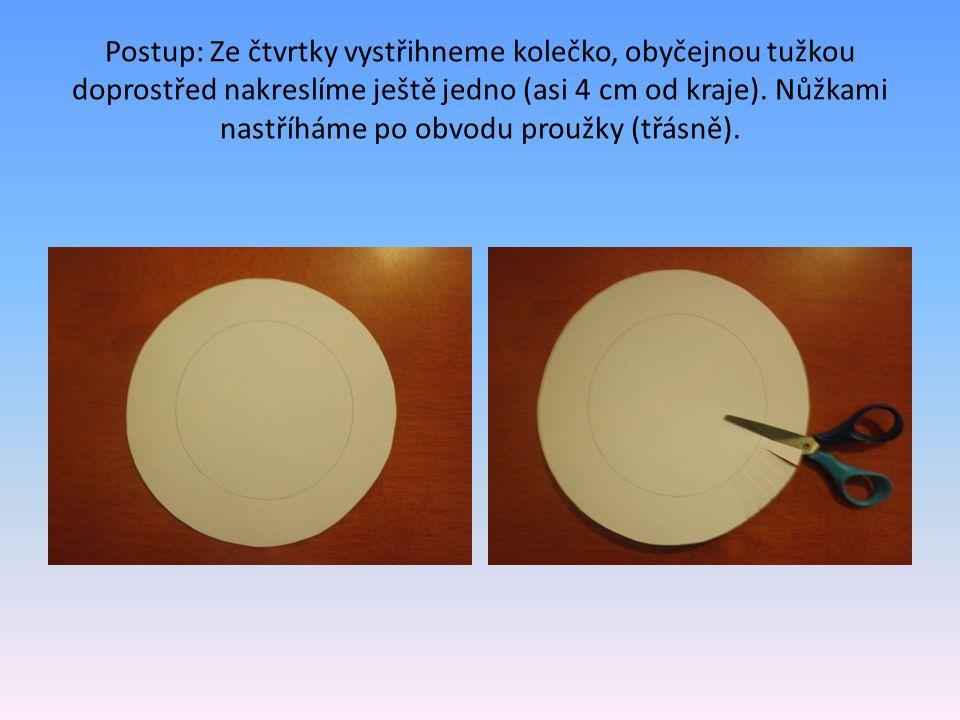 Postup: Ze čtvrtky vystřihneme kolečko, obyčejnou tužkou doprostřed nakreslíme ještě jedno (asi 4 cm od kraje).