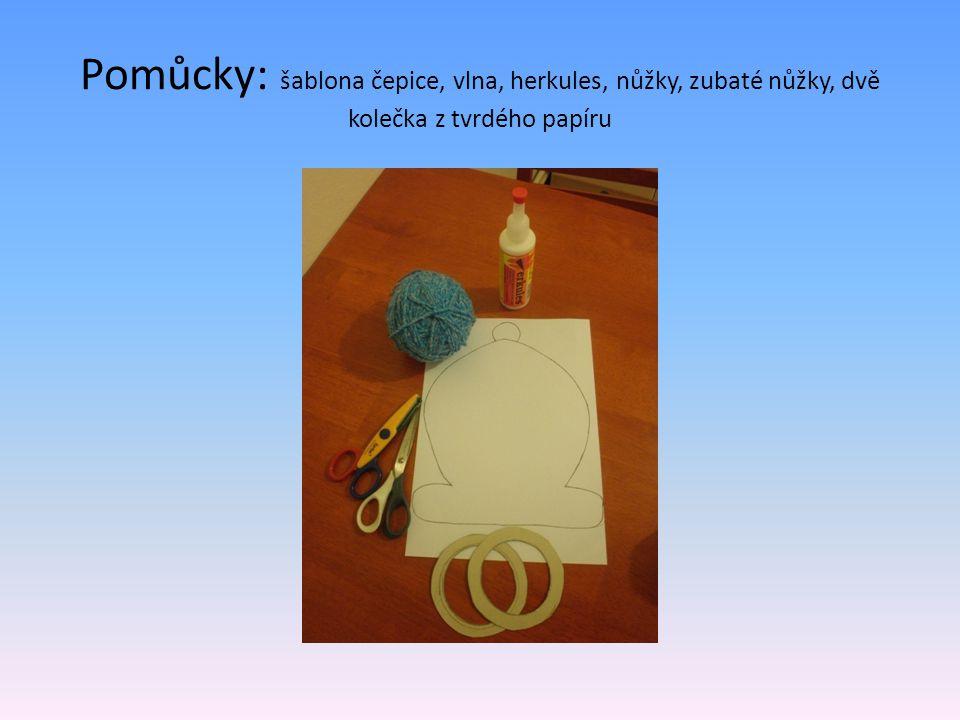 Pomůcky: šablona čepice, vlna, herkules, nůžky, zubaté nůžky, dvě kolečka z tvrdého papíru