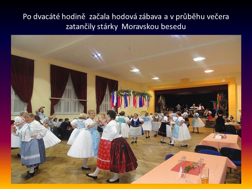 Po dvacáté hodině začala hodová zábava a v průběhu večera zatančily stárky Moravskou besedu