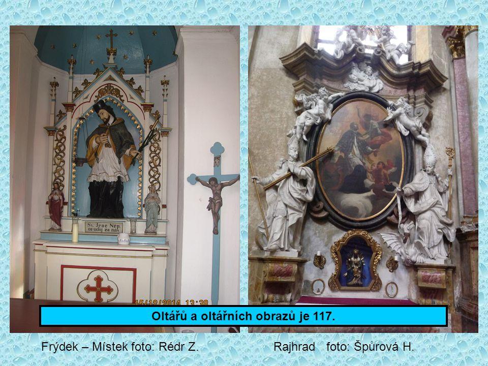 Oltářů a oltářních obrazů je 117.