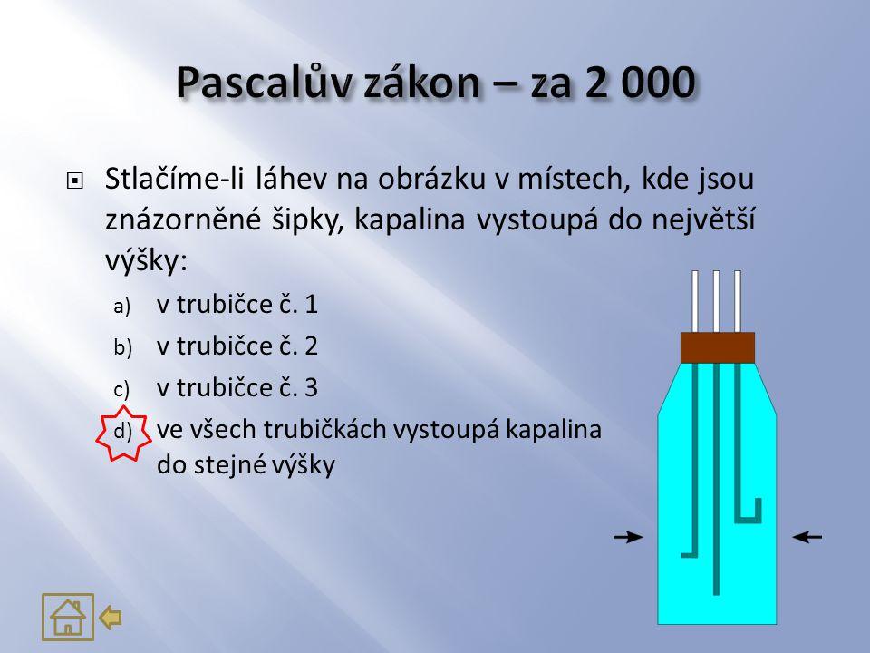 Pascalův zákon – za 2 000 Stlačíme-li láhev na obrázku v místech, kde jsou znázorněné šipky, kapalina vystoupá do největší výšky: