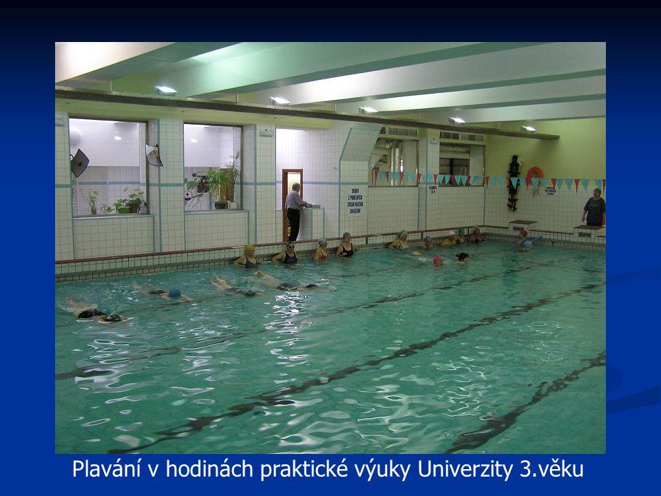 Plavání v hodinách praktické výuky Univerzity 3.věku