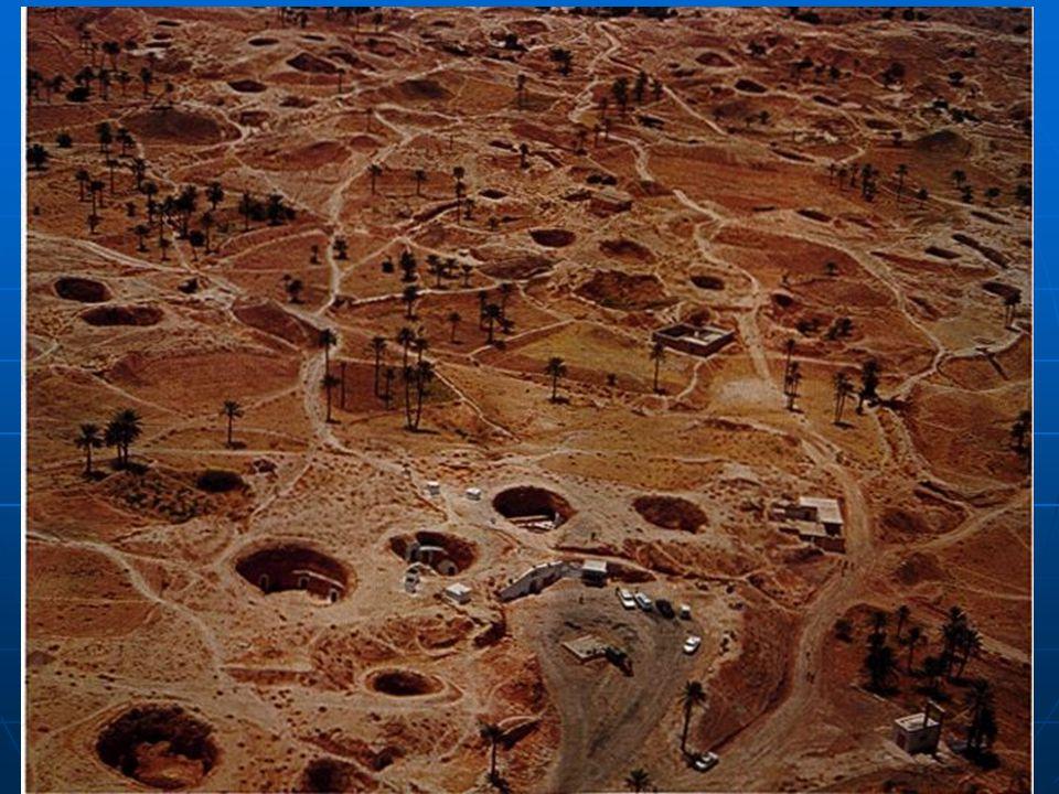 Podzemní obydlí v Matmatě na jihu Tuniska.