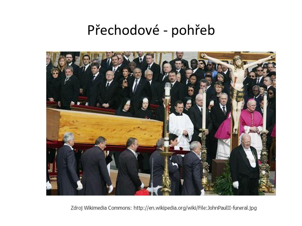 Přechodové - pohřeb Zdroj Wikimedia Commons: http://en.wikipedia.org/wiki/File:JohnPaulII-funeral.jpg.