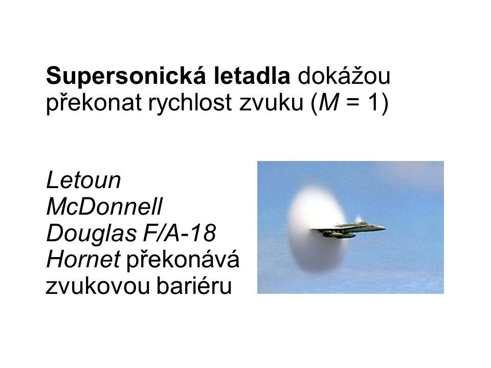 Letoun McDonnell Douglas F/A-18 Hornet překonává zvukovou bariéru