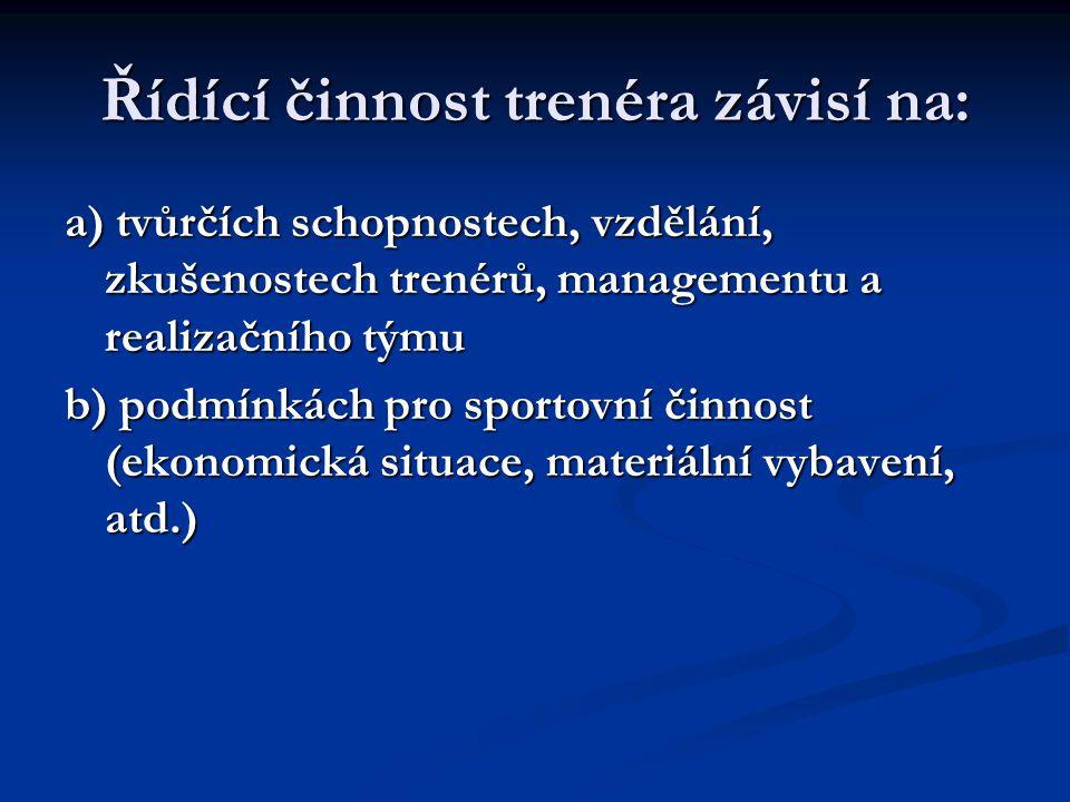 Řídící činnost trenéra závisí na: