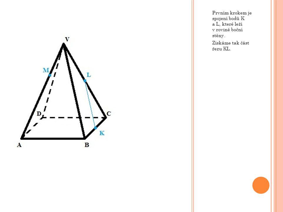 Prvním krokem je spojení bodů K a L, které leží v rovině boční stěny.
