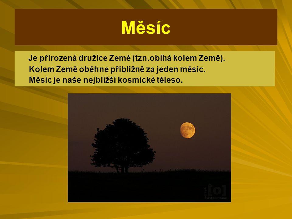 Měsíc Je přirozená družice Země (tzn.obíhá kolem Země).