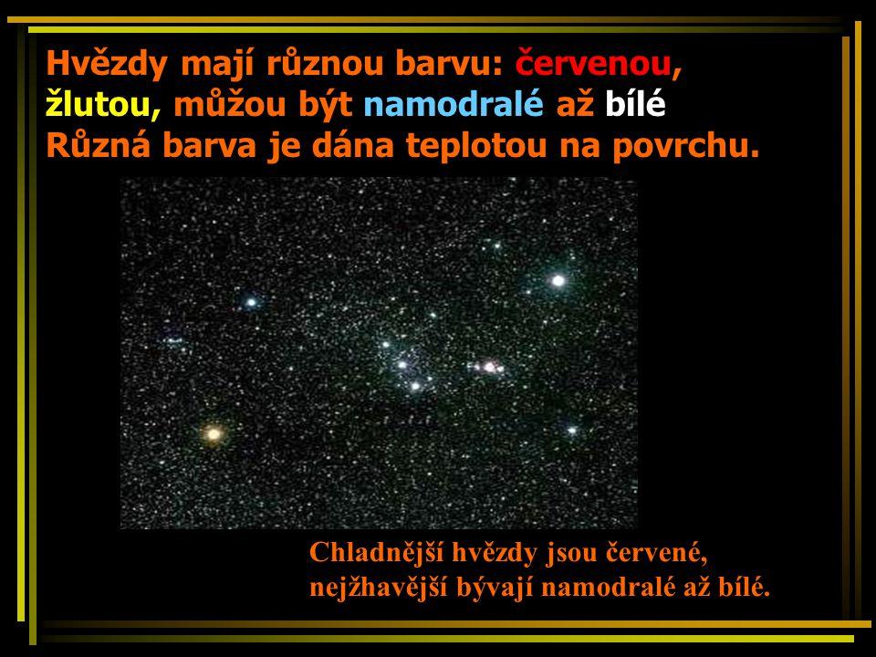 Hvězdy mají různou barvu: červenou, žlutou, můžou být namodralé až bílé Různá barva je dána teplotou na povrchu.