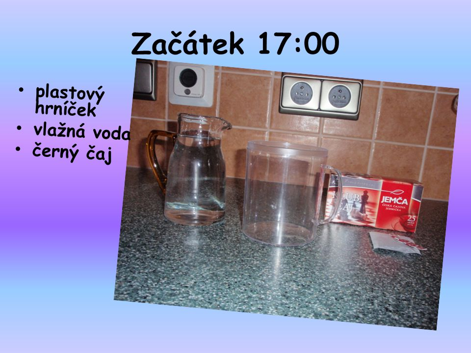 Začátek 17:00 plastový hrníček vlažná voda černý čaj