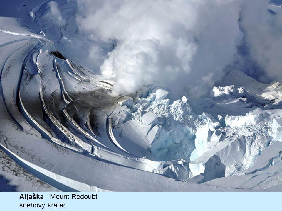 Aljaška Mount Redoubt sněhový kráter