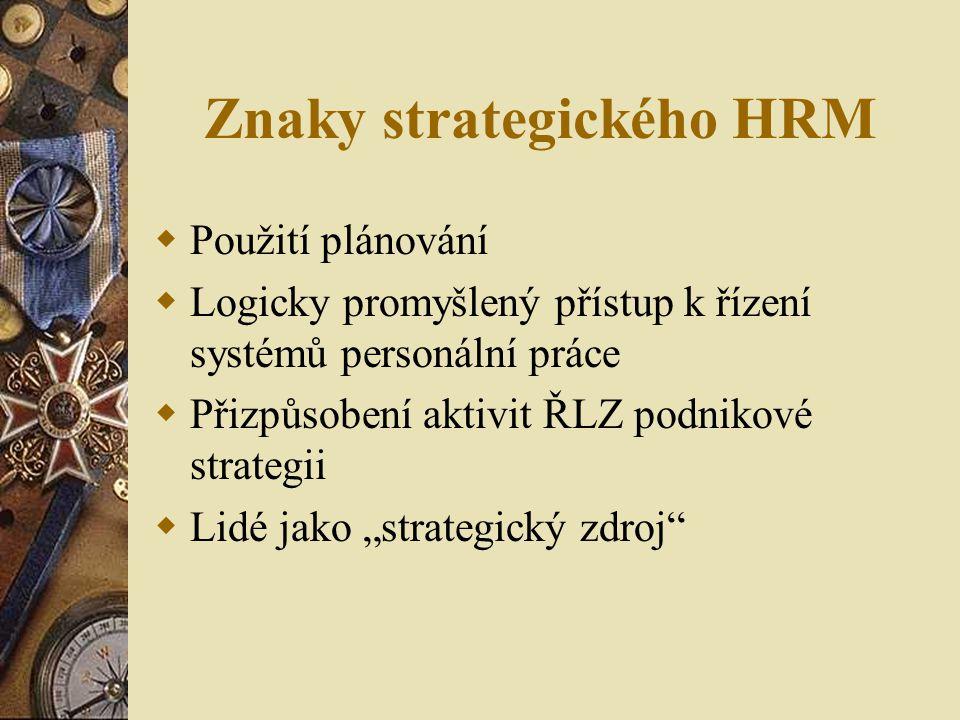 Znaky strategického HRM