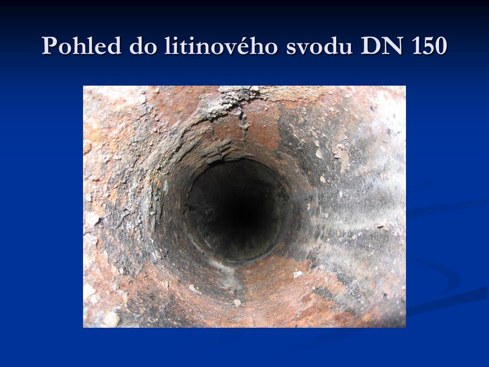Pohled do litinového svodu DN 150