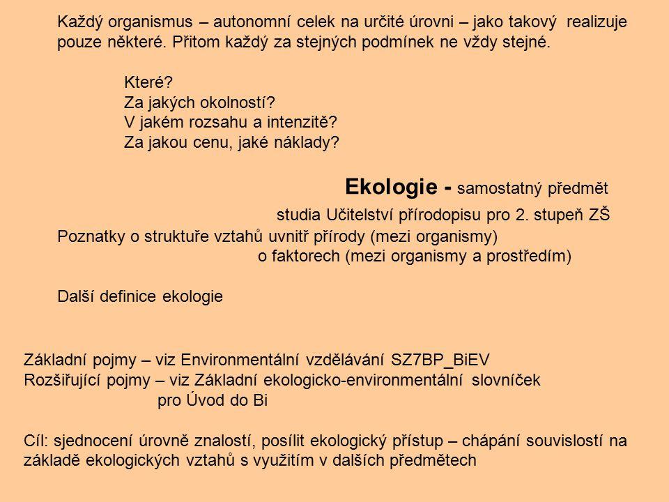 Každý organismus – autonomní celek na určité úrovni – jako takový realizuje pouze některé. Přitom každý za stejných podmínek ne vždy stejné.