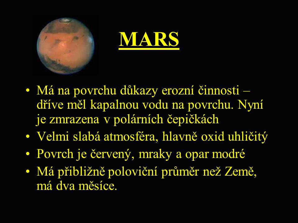 MARS Má na povrchu důkazy erozní činnosti – dříve měl kapalnou vodu na povrchu. Nyní je zmrazena v polárních čepičkách.