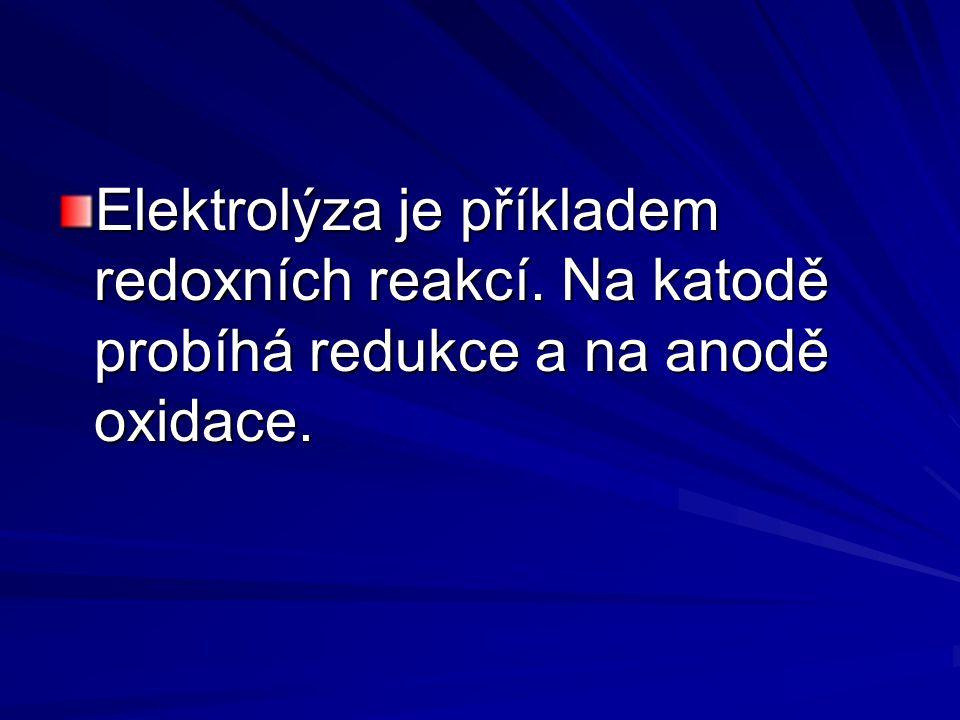 Elektrolýza je příkladem redoxních reakcí