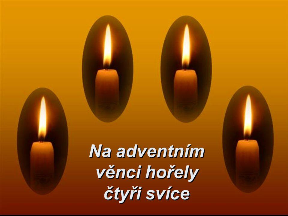 Na adventním věnci hořely čtyři svíce
