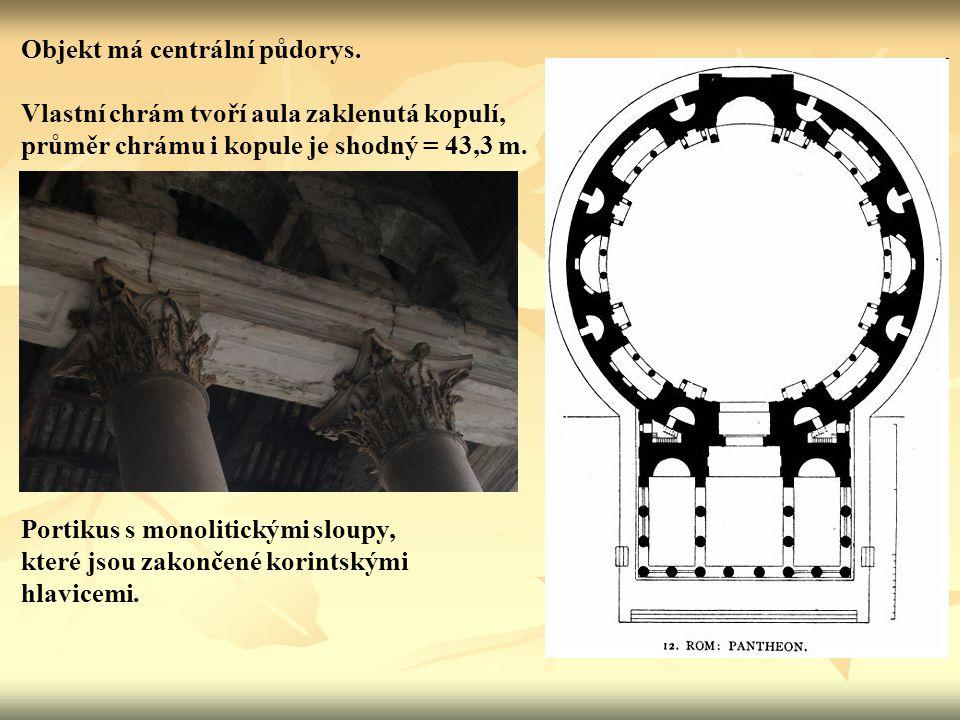 Objekt má centrální půdorys.