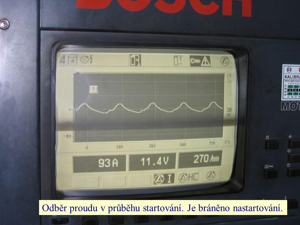 Odběr proudu v průběhu startování. Je bráněno nastartování.