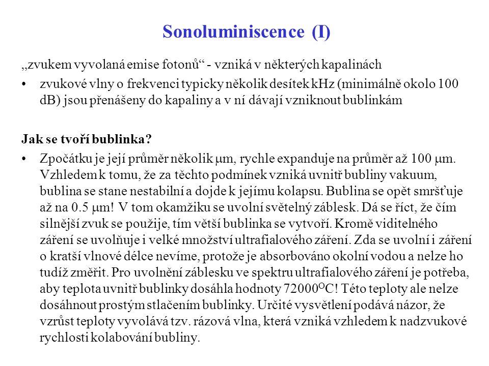 """Sonoluminiscence (I) """"zvukem vyvolaná emise fotonů - vzniká v některých kapalinách."""