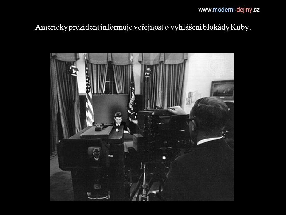 Americký prezident informuje veřejnost o vyhlášení blokády Kuby.