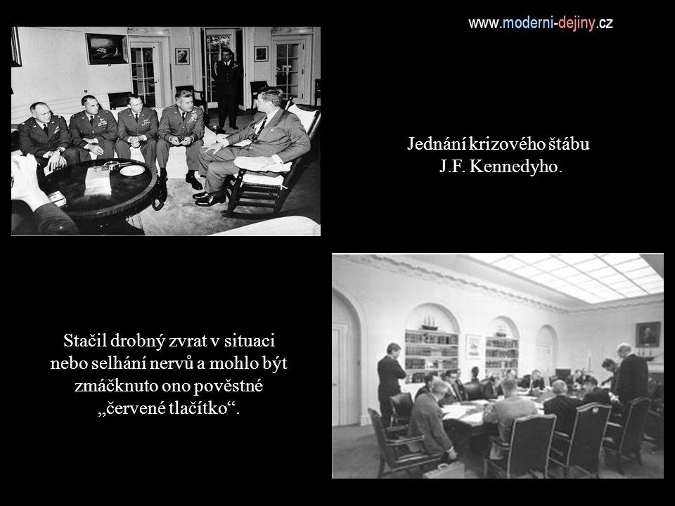 Jednání krizového štábu J.F. Kennedyho.