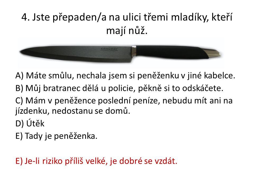4. Jste přepaden/a na ulici třemi mladíky, kteří mají nůž.