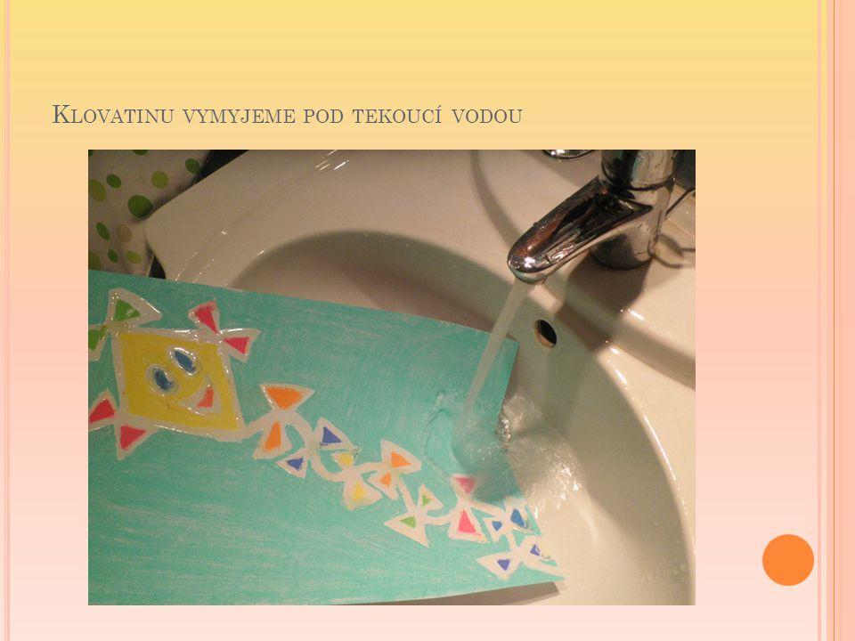Klovatinu vymyjeme pod tekoucí vodou