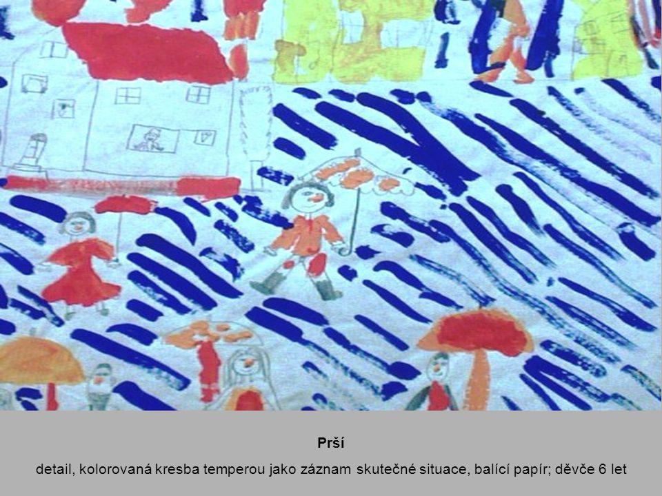 Prší detail, kolorovaná kresba temperou jako záznam skutečné situace, balící papír; děvče 6 let